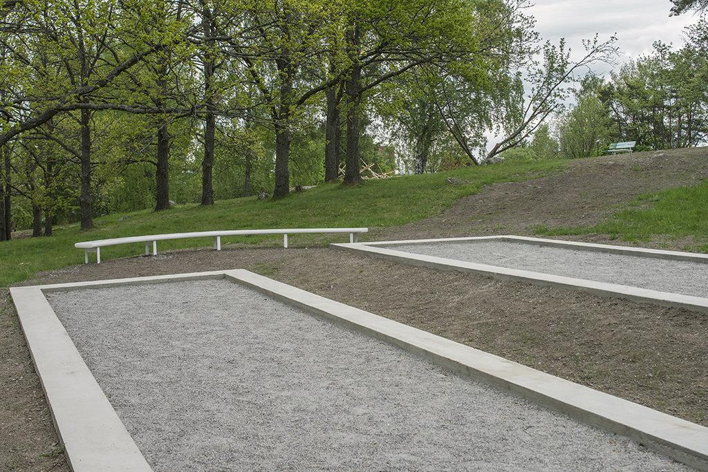 Aluminum Bench - Concrete Petanque Terrain by Jonathan Olivares